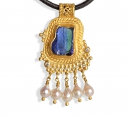 Rough Tanzanite and pearl pendant